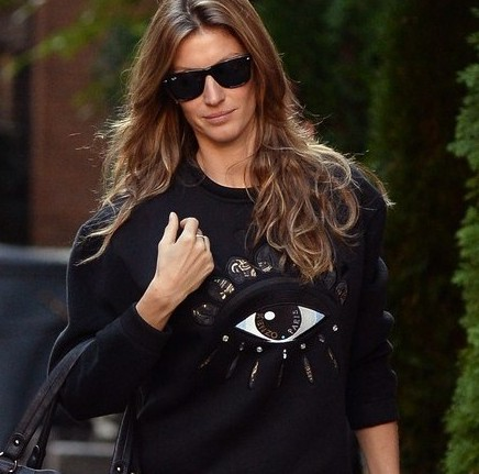 gisele-bundchen-new-york-city-kenzo-black-fleece-and-neoprene-eye-sweatshirt-1