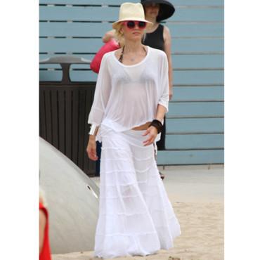 Absolument! Gwen Stefani s'offre le blanc en pure transparence. Pour la ville on troque le maillot pour un marcel blanc ou coloré!