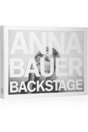 ANNA BAUER Backstage d'Anna Bauer. www.net-a-porter.com